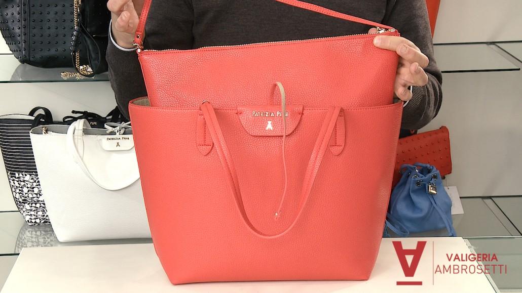 eb9e354347 Shopping bag reversibile Patrizia Pepe: il video